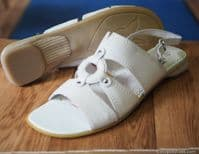 Caprice tan leather low heel sandal. very comfortable great value quality sandal